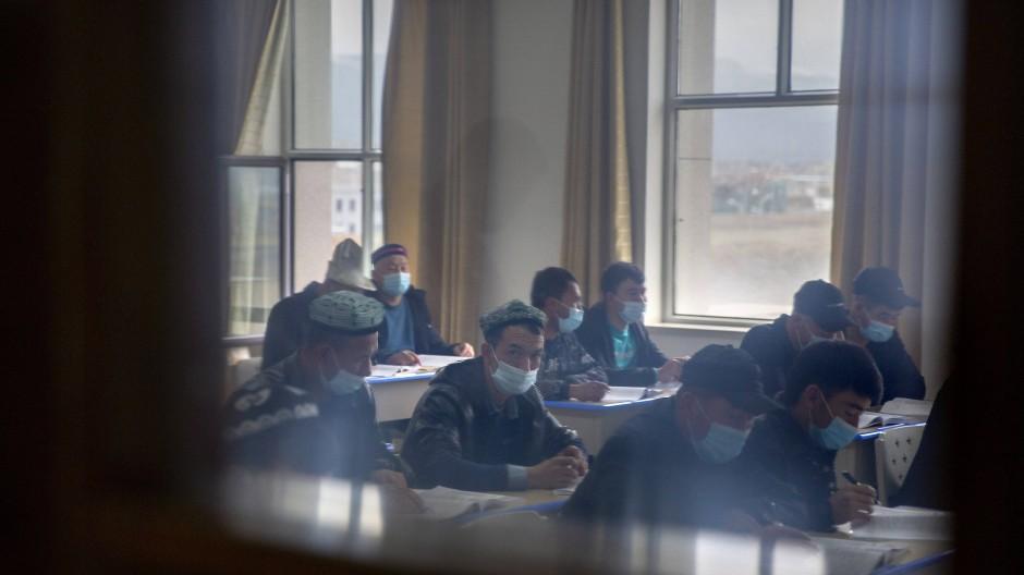 Uiguren im Xinjiang Islamic Institute, wie sie während einer Führung für Journalisten Ende April gezeigt wurden