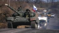 Nato prüft Berichte über russischen Panzervorstoß