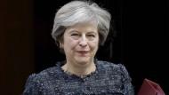 Theresa May fliegt nach Florenz, um ihren Landsleuten den Stand des Brexit zu erläutern.