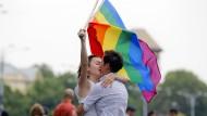 Gegen mögliche Diskriminierung: Homosexuellen-Aktivisten protestieren im Juni in Bukarest
