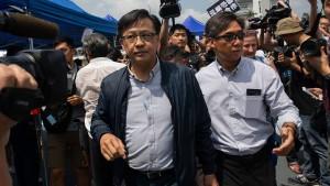 Pekingtreuer Politiker bei Messerattacke verletzt