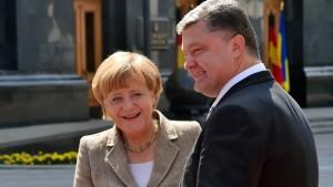 Merkel sagt Kiew finanzielle Unterstützung zu