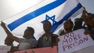 Gegen Abschiebung: Afrikanische Flüchtlinge in Israel protestieren im Fabruar gegen die Pläne der Regierung