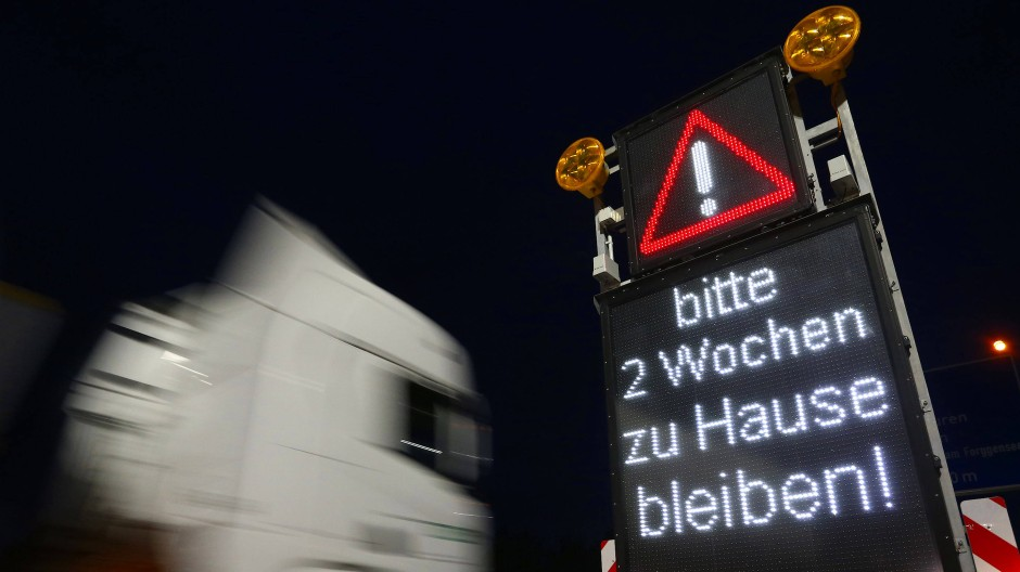 Hinweis auf deutschen Autobahnen. Doch damit man zu Hause bleiben kann, muss man dort erst einmal ankommen.