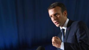 Macron hält Hof in Versailles