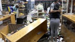 Plünderer verwüsten Geschäfte