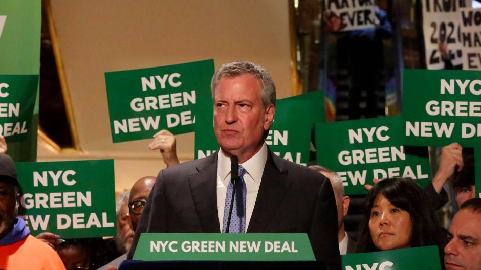New Yorks Bürgermeister Bill de Blasio stellt im Mai seinen Green New Deal in New York vor.