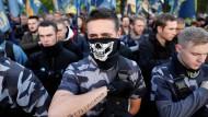 """Aggressiv: die nationalistische Organisation """"Nationales Korps""""."""