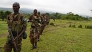 Somalische Rekruten auf dem Truppenübungsplatz Bihanga, im Westen Ugandas. Die europäische Ausbildungsmission EUTM Somalia wird ihre Zelte auf dem Truppenübungsplatz bis Ende 2013 abbrechen.