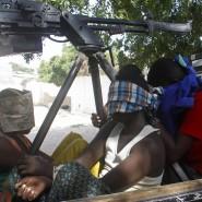 Gerade am Donnerstag überfielen Mitglieder der Islamisten-Miliz al Shabaab, hier Kämpfer nach dem Angriff, noch einen Stützpunkt der Afrikanischen Union in Mogadischu.