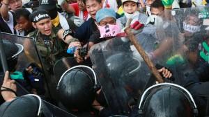 Demonstranten stürmen Ministerien