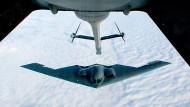 Ein B-2-Bomber bei der Luftbetankung über Missouri