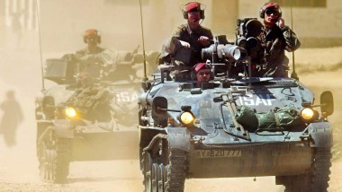 2002 fährt eine Bundeswehr-Patrouille durch Kabul.
