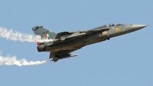Indien präsentiert selbstgebautes Kampfflugzeug