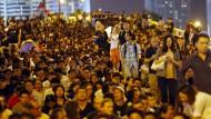 Demokratiebewegung demonstriert vor Regierungssitz