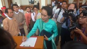 Parlament verhindert Kandidatur Aung San Suu Kyis