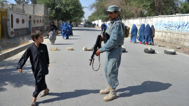 Taliban-Angriffe überschatten Stichwahl