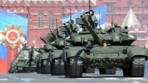 Der Panzer T-90, hier auf der Mai-Parade im Jahr 2013, ist der modernste Kampfpanzer der russischen Armee.
