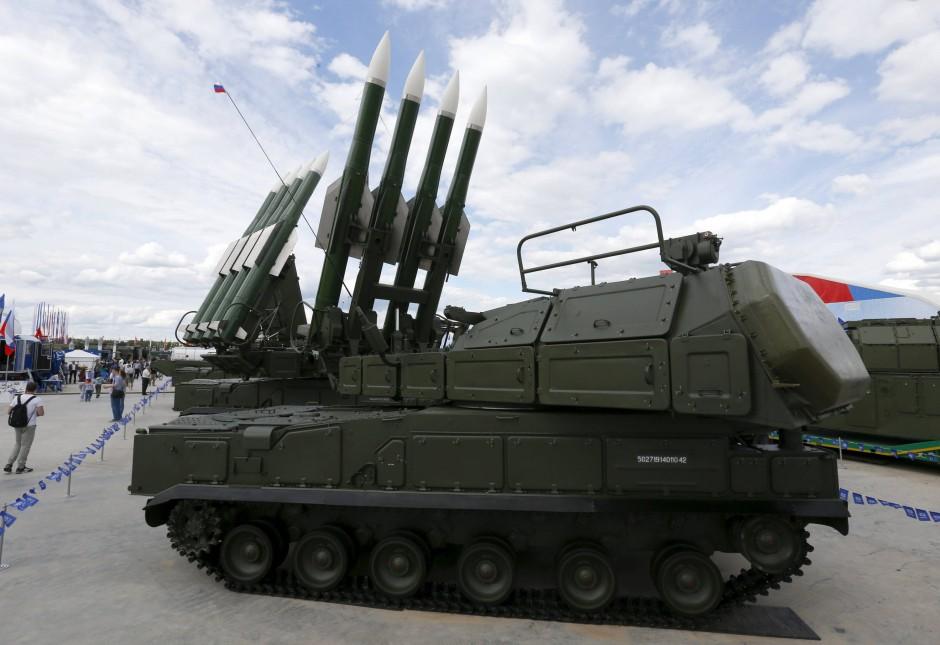 """Ein russischen """"Buk""""-Flugabwehrraketensystem bei einer Messe in Russland im Juni 2015."""