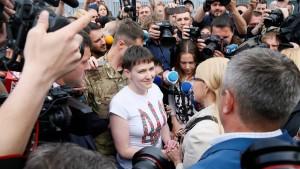 Ukrainische Kampfpilotin Sawtschenko frei