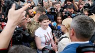 Die Kampfpilotin Sawtschenko wurde bei ihrer Rückkehr wie eine Heldin gefeiert.