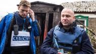 Die OSZE-Beobachter Martin Schmid und Oliver Palkowitsch in der Ostukraine