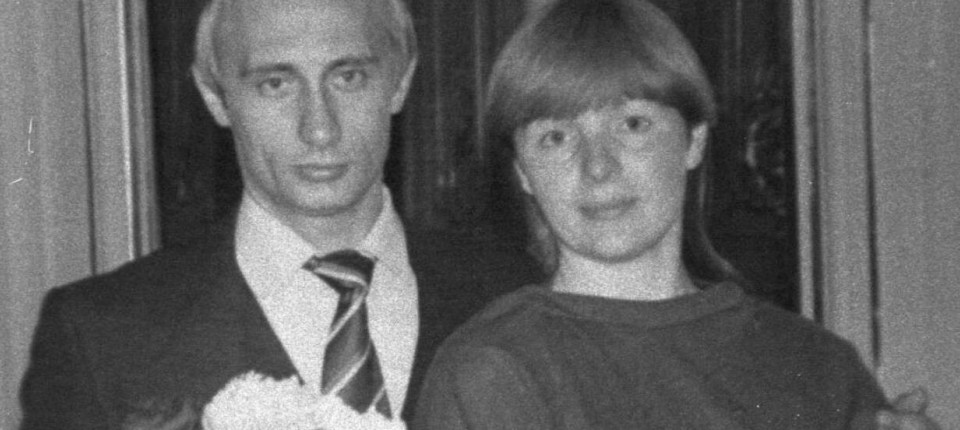 der junge wladimir putin mit frau und kind - Putin Lebenslauf