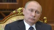 Stammt dieses Bild eines Treffens von Putin mit dem Gouverneur von Karelien von Mittwoch oder doch von vergangener Woche?