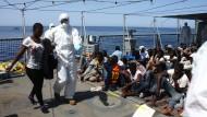 Deutsche Marine rettet an einem Tag fast 300 Flüchtlinge