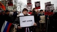 """""""Keine Worte"""" hat diese Frau auf dem Gedenkmarsch für Boris Nemzow."""