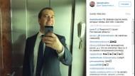 Der russische Ministerpräsident Dmitirij Medwedjew ist ein Freund amerikanischer Technik. Selfies, die er mit seinem iPhone gemacht hat, lädt er auf Instagram hoch.
