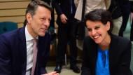 Georg Schütte spricht im Jahr 2015 mit der damaligen französischen Bildungsministerin Najat Vallaud-Belkacem.