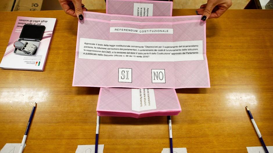 Sorgen für Ärger: Stifte in einem italienischen Wahllokal