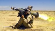 Panzerschreck: Ein amerikanischer Soldat feuert eine Javelin-Rakete während des dritten Golfkriegs (2003) im Irak ab.