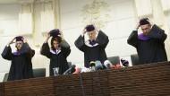 Die österreichischen Verfassungsrichter sorgten für ein Novum: Noch nie wurde im demokratischen Westen eine Präsidentenwahl annulliert.