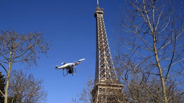 Mysteriöse Drohnen beunruhigen Paris