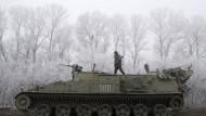 Die ukrainischen Truppen verfügen auch in der Nähe von Debalzewe noch über gepanzerte Fahrzeuge.