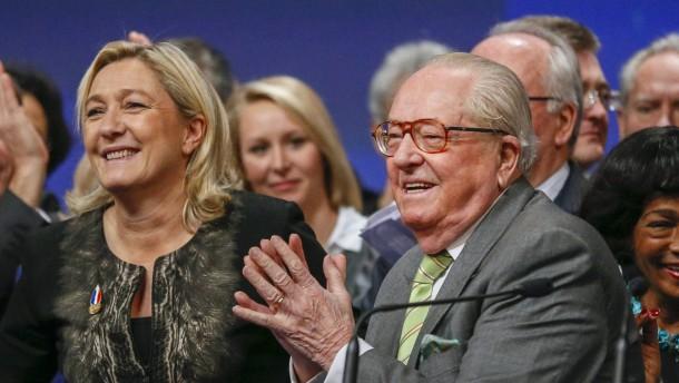 Marine Le Pen mit 100 Prozent wiedergewählt