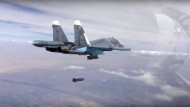 Mir Kampfflugzeugen vom Typ Su-34 bombardiert Russland in Syrien.