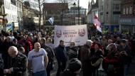 Erste Pegida-Demo in England floppt