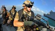 Deutsche Marine-Soldaten bei der EU-Anti-Piraterie-Mission Atalanta. Geht es nach den Grünen Cem Özdemir und Tobias Linndner, sind nationale Streitkräfte künftig Vergangenheit.