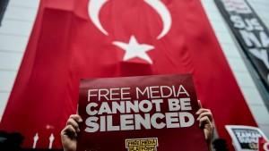 Türkische Polizei stürmt kritischen Medienkonzern