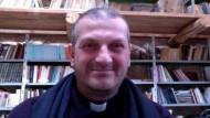 Gebete erhört: Der französische Ordenspriester Jacques Mourad wurde nach fünf Monaten der Geiselhaft vom IS freigelassen.
