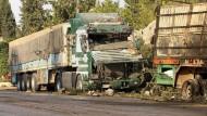 Die zerstörten Lastwagen des Hilfskonvois in Aleppo.