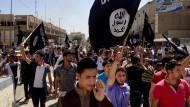 Juni 2016 in Mossul: Der IS demonstriert, viele in der Stadt feiern wie betrunken.