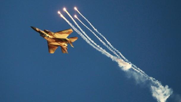 Israelische Luftwaffe greift Palästinenserlager an