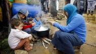 Kein Geld für Lebensmittelhilfe: Syrische Flüchtlingsfamilie 2013 im Libanon