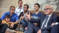 Mitten im Elend: Außenminister Frank-Walter Steinmeier zu Gast bei yezidischen Flüchtlingen in einer Schule im nordirakischen Erbil