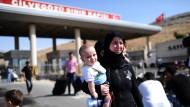 In die Türkei gerettet: Syrische Flüchtlinge am Grenzübergang Reyhanli