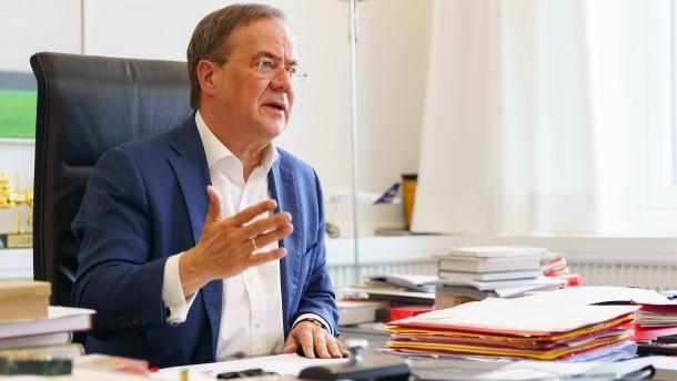 Früherer bayerischer Kultusminister nimmt Laschet in Schutz